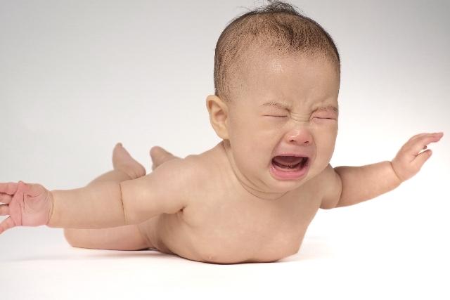 赤ちゃん 泣き顔